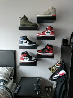 Got fed up of shoe boxes everywhere Bedroom Setup, Boys Bedroom Decor, Room Ideas Bedroom, Shoe Boxes On Wall, Shoe Wall, Sneaker Storage, Hypebeast Room, Deco Studio, Shoe Room
