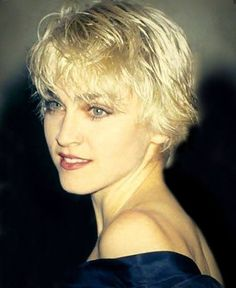 Pin for Later: Madonna's Beauty Style Is as Classic as Her Music 1986 Right after releasing True Blue, Madonna chopped her hair into a boyish cut, the perfect complement to her rebellious attitude. Madonna Hair, Lady Madonna, Madonna 80s, Divas, Madonna True Blue, Madona, Madonna Pictures, Hot Hair Styles, Famous Singers