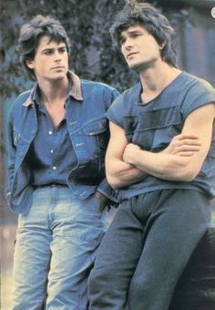 Rob Lowe and Patrick Swayze - - - The Outsiders, an excellent movie with insight into life as a teen in the Dirty Dancing, Rob Lowe Young, Movie Stars, I Movie, Patrick Wayne, Brat Pack, Image Film, Darry, 1980s