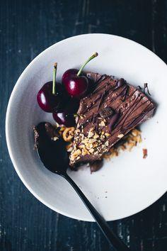 Mocha & Black Bean Mousse Cake (recipe) / by Green Kitchen Stories Hazelnuts, dates, coconut oil Sweet Recipes, Cake Recipes, Dessert Recipes, Dessert Food, Vegan Desserts, Delicious Desserts, Vegan Cake, Vegan Sweets, Mocha Cake