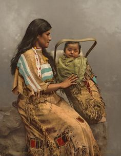 Donna con bimbo Chippewau