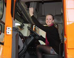 Hoezo hebben Ce-ers geen interesse in techniek?  Anne op bezoek bij Daftrucks maart 2014. .