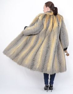 The coat is in a neat and very good condition. The coat can be closed with hooks and has side pockets. Most of our fur coats and jackets are expertly cleaned in a special furs machine. Grey Fox, Fox Fur Coat, Stylish, Red, Jackets, Blue, Handmade, Outdoor, Fashion