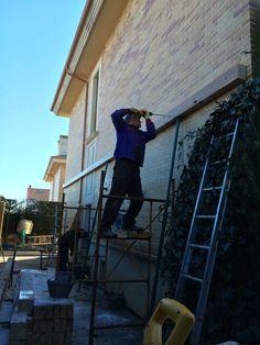 Comenzamos con la construcción de un nuevo porche de madera adosado a una vivienda.  Toda la info en: http://www.edanpergolas.com/nuestros-trabajos/estrenamos-obra-nueva-pavimentacion-en-madera-sintetica-y-porche-adosado-28.html