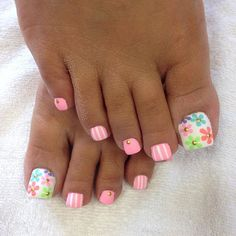 Here are the best Summer Toe Nail Design ideas for you. Keep your style game strong with Toe Nail designs for Summer. Best Summer Nail Art ideas are here. Pretty Toe Nails, Cute Toe Nails, Fancy Nails, Flower Toe Nails, Toe Nail Color, Toe Nail Art, Hair And Nails, My Nails, Summer Toe Nails