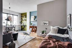 Un studio entre bois et couleurs