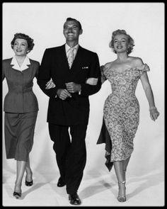 """1951 / Tournage et photos du film """"Let's make it legal"""" (""""Chéri divorçons""""). / SUR LE TOURNAGE / Rupert ALLAN, le rédacteur en chef de la prestigieuse revue américaine """"Look"""", consacrera un long article sur Marilyn en 1951, où il relate certaines anecdotes : """"Marilyn n'est jamais contente d'elle. Une nouvelle timidité s'est emparée d'elle, et si par hasard elle tombe sur un miroir, elle y voit une multitude de défauts qu'elle pense devoir cacher."""" Une anxiété qui explique les retards déjà…"""