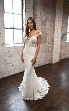 Romantic and Sexy Lace Wedding Dress with Modern Detail - Martina Liana Fitted Wedding Gown, Wedding Dress Styles, Designer Wedding Dresses, Lace Wedding, Wedding Dress Boutiques, Couture Wedding Gowns, Beautiful Prom Dresses, Ball Gowns, Bridesmaid Dresses