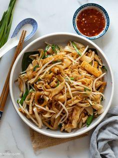 Vegan Char Kuey Teow - Stir-fried Flat Rice Noodles '炒粿条' - WoonHeng