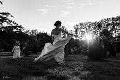 Traine de la mariée soleil couchant Photographe mariage Nantes