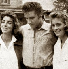 Elvis and fans in september 1956 on the movie set.