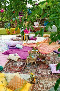 Sommerzeit ist Gartenzeit und deshalb spielen sich auch gesellige Freizeitvergnügungen meist draussen ab!Inspiriert von Leelah, die gerade erst ein Bild von einer wunderschönen Garten-Sommerhochzeit im Boho-Style hochgeladen hat