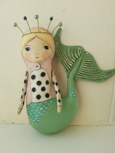 Meramid Folk Art Doll By Lainey Whitworth Mermaid Toys, Mermaid Fairy, Mermaid Sculpture, Diy Crafts To Do, Mermaids And Mermen, Mosaic Crafts, Merfolk, Paperclay, The Little Mermaid