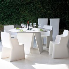 Throw a little outdoor dinner party with the Stone-t Round Table at the center. http://www.yliving.com/blog/trend-plastic-outdoor-furniture/