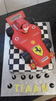 I had a lot of fun making this cake Ferrari Cake, Cake Art, Big Day, Cake Decorating, Birthdays, Birthday Cake, Baking, Cars, Cool Stuff