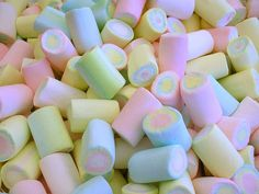 Marshmallows in pastel colors.