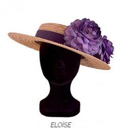 Canotier de paja adornado con grandes flores fantasía color violeta