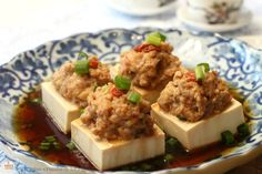 Steamed Tofu with Minced Meat, a simple and light side dish to complete your family meals. Chinese Soup Recipes, Asian Recipes, Chinese Cooking Wine, Chinese Food, Steamed Meat, Light Side, Asian Foods, Food Dishes, Family Meals