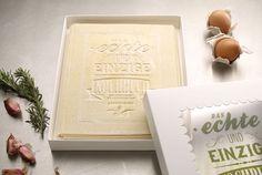 Read this, cook this, and EAT this!        ザ・リアル・クックブック!ドイツにあるデザイン会社、KOREFEより新しい料理本が発表されました。ものすごく分厚い本なんですが、...