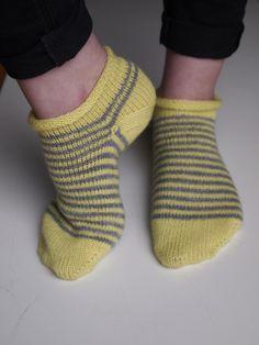 Dagens kjøpeoppskrift: Vår Ankelsokker | Strikkeoppskrift.com Socks, Fashion, Moda, La Mode, Fasion, Fashion Models, Ankle Socks, Trendy Fashion, Sock