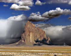 Inselberg de Shiprock, Nouveau Mexique.