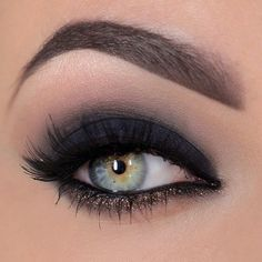 Hmmm smokey eyes… The first how-to guide miss-and-missis.c… Hmmm smokey eyes … Die erste Anleitung miss-and-missis. Maya Mia, Glitter Makeup Tutorial, Smokey Eye Makeup Tutorial, Glitter Liner, Eyebrow Tutorial, Smoky Eyes, Black Smokey Eye, Dark Smoky Eye, Black Eyeliner
