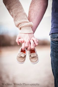 Without words photography: baby announcement - photography tips, trick and totally co . - Without words photography: baby announcement – photography tips, trick and totally cool pics - Couple Pregnancy Photoshoot, Fall Maternity Photos, Maternity Poses, Couple Shoot, Pregnancy Photo Shoot, Maternity Styles, Maternity Outfits, Couple Pictures, Maternity Photography Outdoors