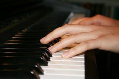 How to learn to play a piano -A piano tutorial
