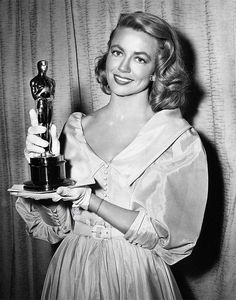 """The Academy Awards Ceremony Dorothy Malone Best Supporting Actress Oscar for """"Written on the Wind"""" Old Hollywood Movies, Old Hollywood Glamour, Golden Age Of Hollywood, Vintage Hollywood, Hollywood Stars, Hollywood Actresses, Classic Hollywood, Actors & Actresses, Jerry Lewis"""