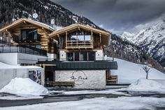 Winterurlaub im eigenen Chalet im Ötztal mit Ski in und Ski Out Area 47, Cabin, House Styles, Home Decor, Move Mountains, Nature Activities, Ice Climbing, Ski Trips, Winter Vacations