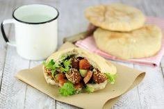 El faláfel es un plato típico de países árabes y Oriente Medio. Es muy popular en todo el mundo. Es sencillo de preparar y una buena forma de tomar legumbres.