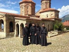 Дечански монаси крај цркве Св. Наума - Охрид