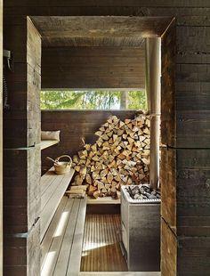 Holz vor der Hütte. Das brauchen Sie, falls Sie sich für einen Holzofen entschieden haben!
