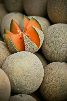 Honey-Melon - Orange Fruits and Vegetables. Fruit And Veg, Fruits And Vegetables, Fresh Fruit, Colorful Fruit, Tropical Fruits, Fruit Photography, Beautiful Fruits, Delicious Fruit, Herbs