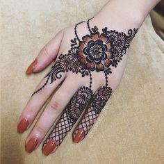 Beautiful mehndi Designs for Hand - The Handmade Crafts Latest Arabic Mehndi Designs, Mehndi Designs Book, Mehndi Designs For Girls, Mehndi Designs For Beginners, Mehndi Design Photos, Mehndi Designs For Fingers, Mehandi Designs, Mehndi Images, Latest Mehndi