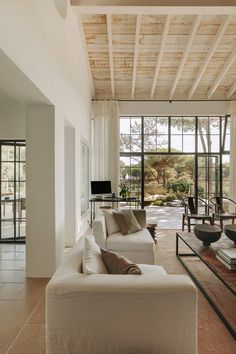 House Design, Rooms Home Decor, Beach House Interior, House Styles, Trendy Living Rooms, House Interior, Pallet Furniture Living Room, Interior Design, Living Room Decor Inspiration