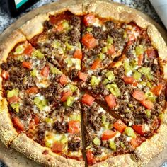 Whole Wheat Bison Green Chili Pizza. Pizza gets a Colorado-inspired makeover with ground bison meat and green chilies on top of a homemade whole wheat pizza crust. I Want Pizza, Big Pizza, Taco Pizza, Bread Pizza, Bison Meat, Bison Recipes, Beef Recipes, Healthy Recipes, Pizza
