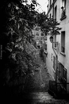 Paris, rue de la Mire By Strange Jazzy Photographies
