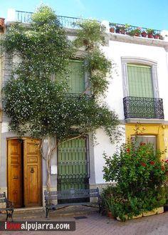 Fachada de Terque Arch, Garage Doors, Outdoor Structures, Outdoor Decor, Garden, Home Decor, Homemade Home Decor, Garten, Arches