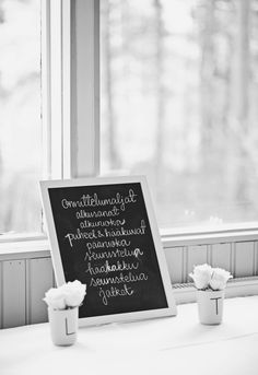 homevialaura #wedding #party #chalkboard #roses #bloomingville #lettermug Photo: Kirsi Hiekkarinne Photography