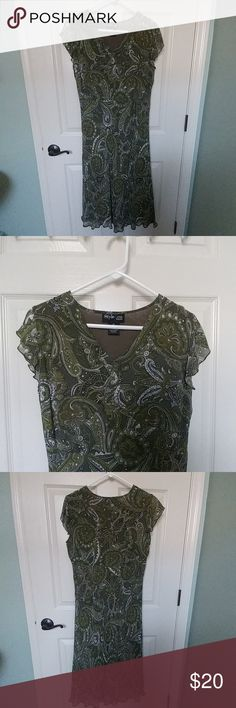 Style & co petite green paisley dress Style & co petite green paisley dress.  Flutter sleeves and v neck, pull over style with empire waist.  Longer dress with hem past knees. Style & Co Dresses