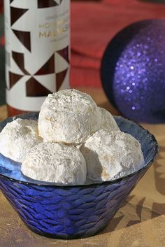 Kourambiedes, Greek Christmas Cookies: My family recipe