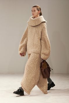 The Row F/W 2014, beige chunky knit cowl neck sweater, chunky knit trousers, leather bag