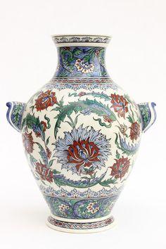 Akérart Turkish Tiles, Turkish Art, Ceramic Pottery, Ceramic Art, Turkish Design, Art Of Glass, Clay Design, Historical Art, China Painting
