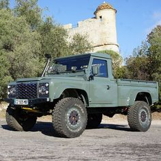 Hi Capacity What a work horse. Landrover Defender, Land Rover Defender Pickup, Land Rover Pick Up, Defender Camper, Defender 110, Land Rovers, Cool Trucks, Cool Cars, Offroader