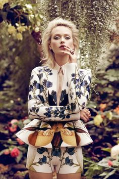 Annabella Barber by Jaclyn Adams for Plaza Kvinna-Peplum to a whole other level Foto Fashion, Fashion Moda, Fashion Week, High Fashion, Bohemian Fashion, Suit Fashion, Haute Couture Style, Floral Fashion, Fashion Prints