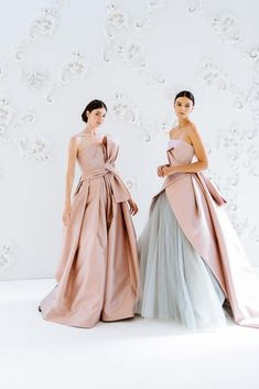 Fall 2020 Couture Bridal Gowns from Peter Langner and The Atelier by Jimmy Choo - Perfete Pink Wedding Guest Dresses, Dresses To Wear To A Wedding, Bohemian Wedding Dresses, Couture Bridal, Designer Wedding Gowns, Elegant Bride, The Dress, Jimmy Choo, Bridal Gowns