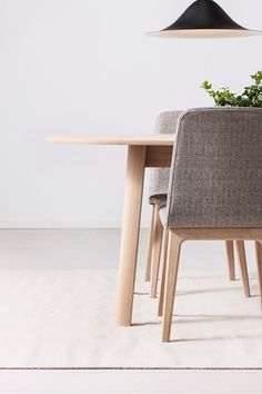 SAMSÖ matbord, FALSTER stol och HANS taklampa #SvenskaHem #Pholc #Detaljer #Matplats