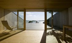Villa Mecklin by Huttunen Lipasti Pakkanen Architects was placed amidst the shelter of a narrow zone of trees in the Finnish archipelago. The main building. Villa, Architects Journal, Lounge, Concrete Wood, House And Home Magazine, Apartment Interior, Archipelago, Contemporary Architecture, House Rooms