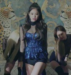 Kim Jennie, Stage Outfits, Kpop Outfits, 2ne1, South Korean Girls, Korean Girl Groups, Btob, Yg Entertainment, Mamamoo